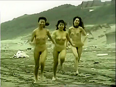 japanese naked girls running on the beach