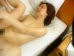 Mature Japanese babe has hot sex