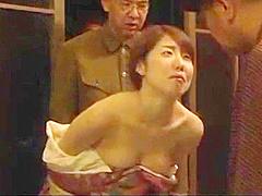 Joven Esposa follada por los amigos al frente del marido cornudo VER Completo: http://bit.ly/2Vnmqjq
