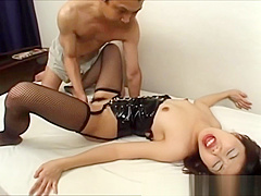 Chick in kinky outfit gets fingerblasted
