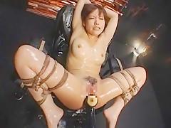 【鮎川なお】拘束椅子で加藤鷹の超絶テクニックでアクメ!!
